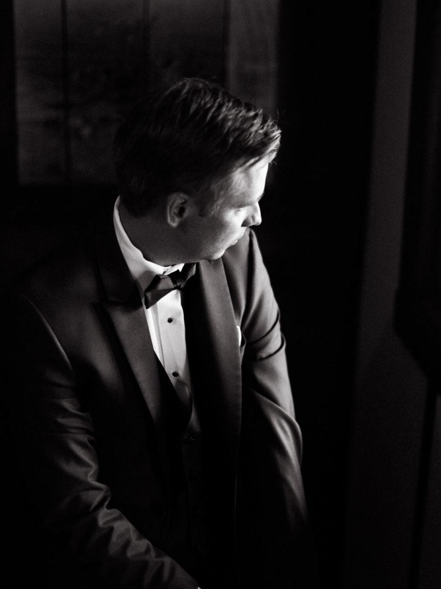 groom gets ready on wedding day